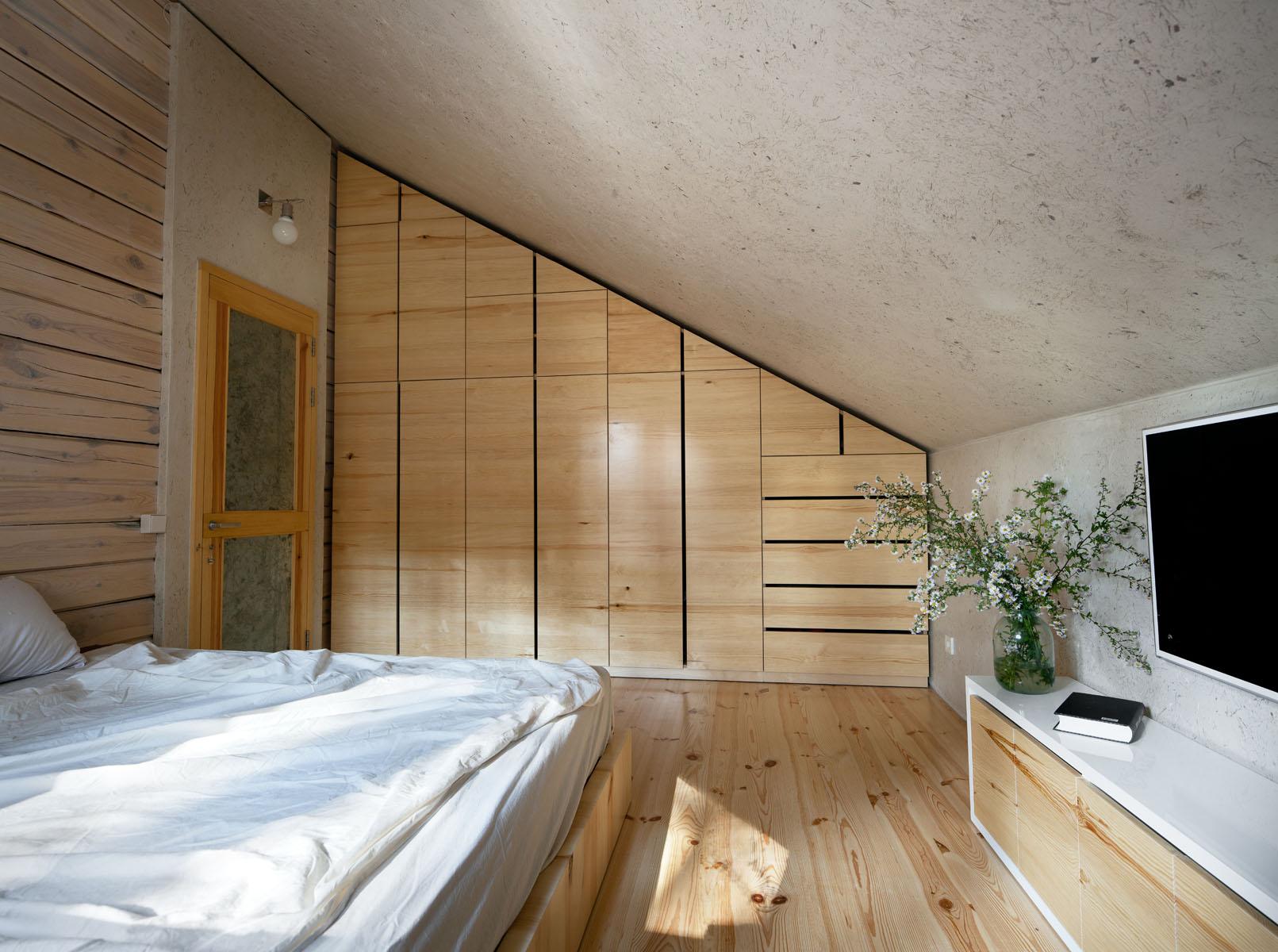 wardrobe built-in mansard