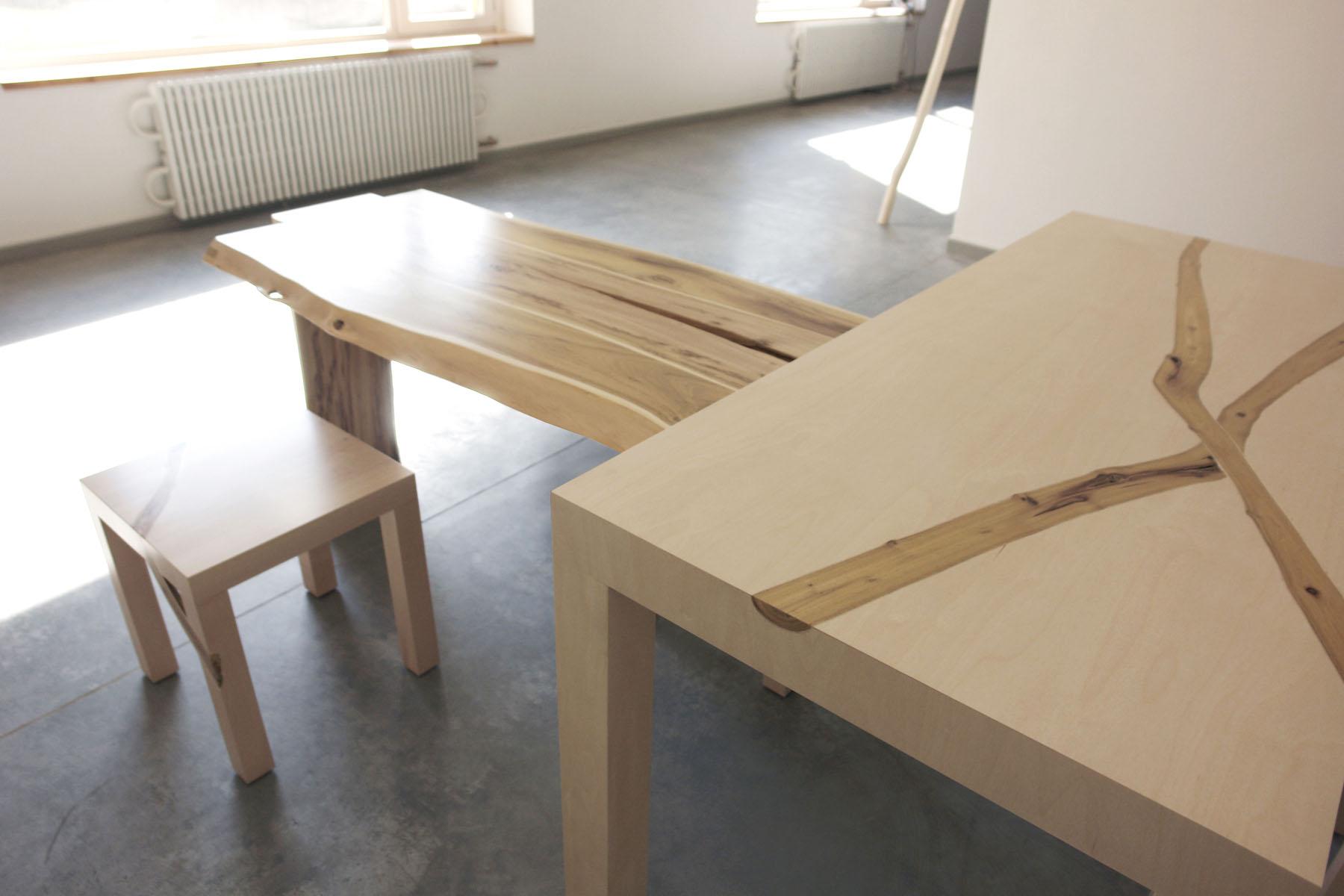стол с помощником и шкафом в нишу