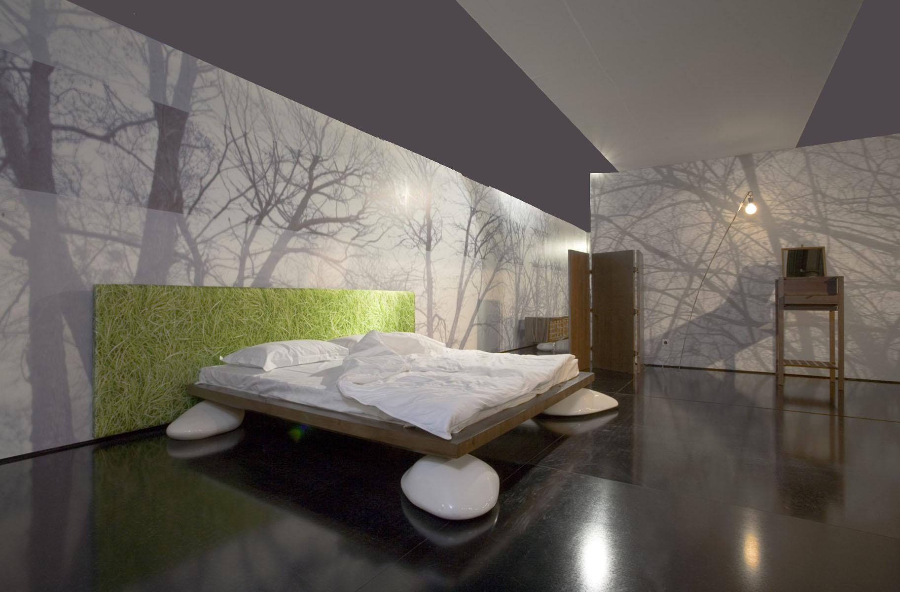кровать на камнях