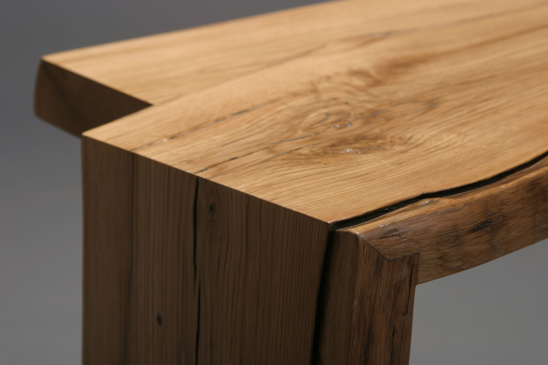 bench se nux with a drawer